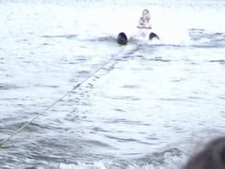 mom waterskiing 6-10-2006